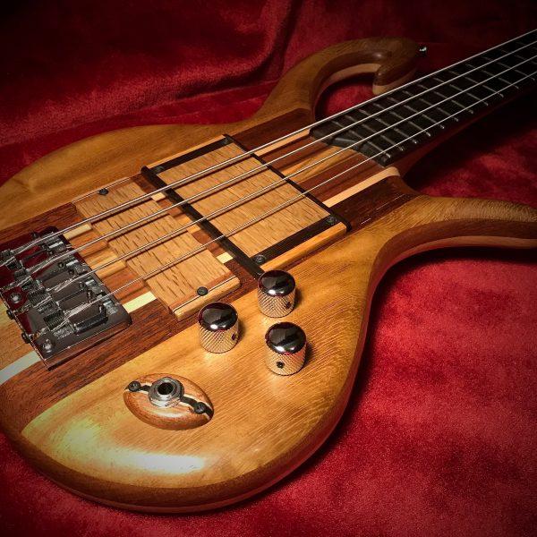 Triton Guitars-Magnetar2_1
